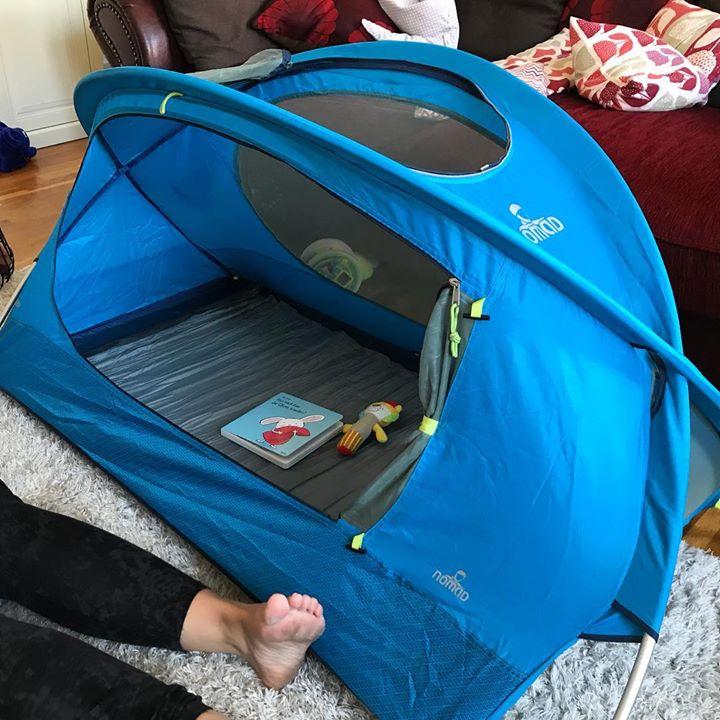 Ein Zelt für's Kind – Camping in Wohnzimmer