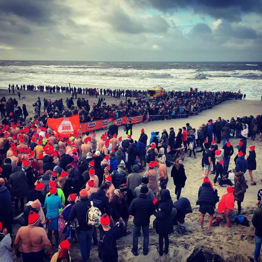 Auch in diesen Jahr waren wir wieder nur Zuschauer beim in De Koog… Respekt wer heute bei dem Wind, der Temperatur und leichtem Strühregen sich in die Wellen vor geworfen hat!