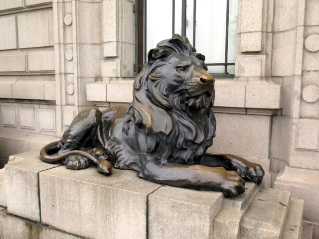 One of the famous bronze lions outside the former HSBC building. The originals were removed during the Cultural Revolution and are now in the ShanghaiHistory Museum. Replicas were placed in 1997. Bund, Shanghai, China, Asia.