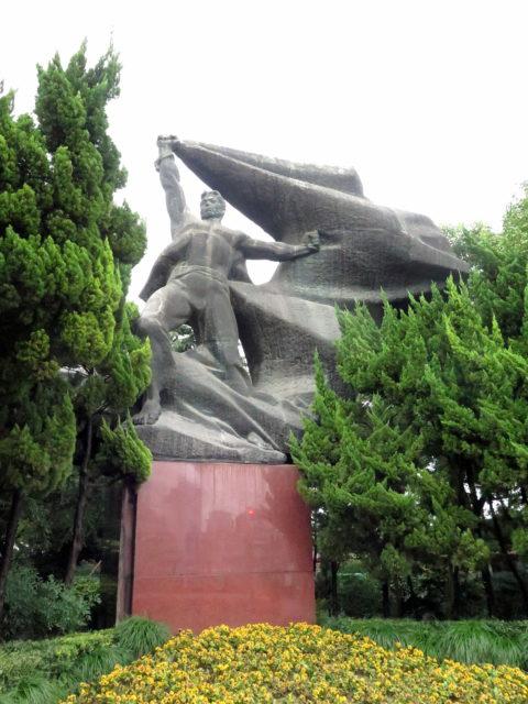 Go, revolutionary hero, go! Bund, Shanghai, China, Asia.
