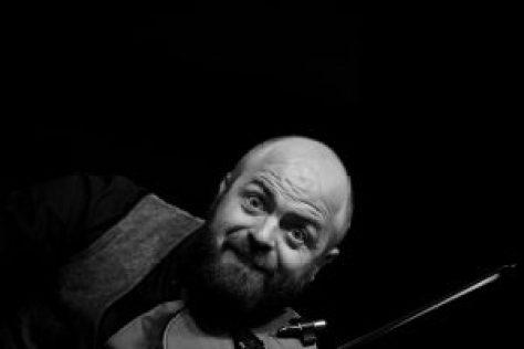 Violinist Billy Thompson
