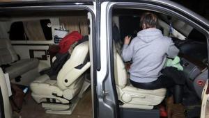 150 Km Sonra Yakalandılar: VIP Araçla Şehirler Arası Parti