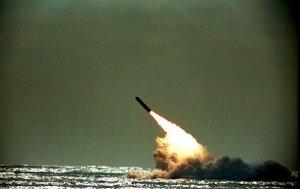 ABD, nükleer başlık taşıyabilen Trident II balistik füzesini test etti