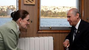 """Ahmet Hakan: 'Akşener, """"Evine Dön"""" Çağrısında Sürekli İşi Şakaya Vuruyorsa, Kapıyı Sımsıkı Kapamamış Oluyor'"""
