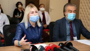 Aşı gönüllüsü Rektör Özkan: Yüzde 60'ımız aşı olmazsa savaşma şansımız yok