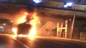 D-100'de kamyonet yangını