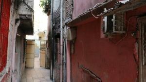 Dünyanın en dar sokaklarından biri Adana'da: Görenleri şaşırtıyor