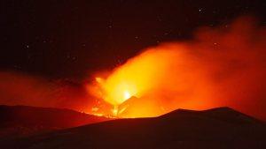 Etna Yanardağı, yeniden faaliyete geçti