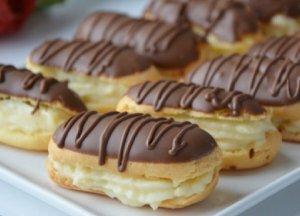 Ev yapımı kahveli ve çikolatalı ekler