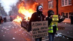 Fransa Yeni Güvenlik Yasa Tasarısına Karşı Sokaklara Döküldü: Araçlar Ateşe Verildi, 22 Gözaltı