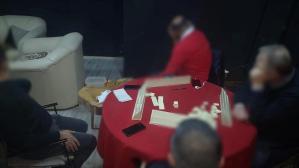 İki evde kumar oynayan 16 kişiye 53 bin lira ceza!
