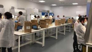 İngiltere'nin en büyük koronavirüs test laboratuvarında vakaya rastlandı