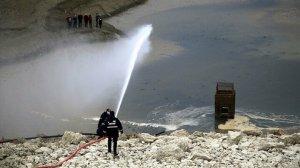 Kastamonu haberleri: Balıklar kuraklıktan ölmesin diye gölete su taşıyorlar