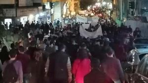 Lübnan'da hükümeti protesto eden öğrenciler, polisle çatıştı