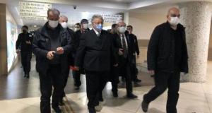 Metin Akpınar 'Cumhurbaşkanına hakaretten' hakim karşısına çıktı