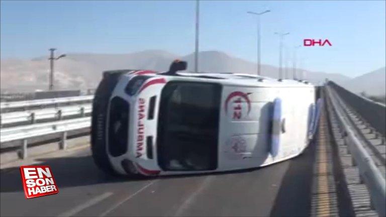 Niğde'de koronavirüs hastasına giden ambulans kaza yaptı