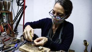 Sabahattin Ali'nin 'sadelik felsefesi' torunuİdil Laslo'nun tasarımlarında hayat buluyor