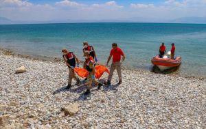Van Gölü'nde sığınmacı teknesinin batması sonucu yaşanan can kaybı 50'ye yükseldi: İki çocuğun cansız bedenine ulaşıldı