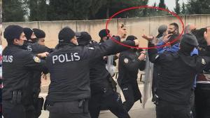 Yıkım sırasında mahalleli polis ve belediye ekiplerine saldırdı