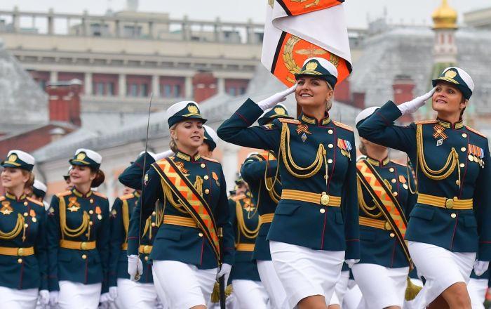 Zafer'in 75. yıldönümü: Kızıl Meydan'da düzenlenen 9 Mayıs askeri geçit törenlerinden etkileyici kareler