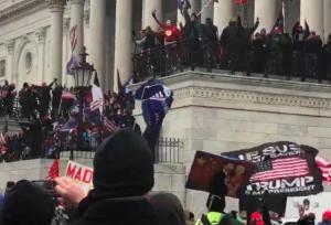 ABD Karıştı: Barikatı Aşan Trump Taraftarları Kongre Binasını Bastı