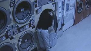 Çamaşırhanede bayan iç çamaşırı çalarken bu türlü yakalandı!