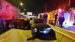 İzmir'de zincirleme iki kaza: 14 araç hasar gördü