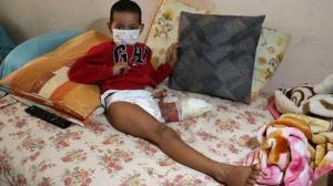 Otobüsün altında sürüklenen küçük çocuk ölümden döndü: Sol bacağı dizinden kesildi, rahmi ve yumurtalığı alın