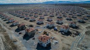 Sular altında kalacak mahallenin yeni konutları tamamlanıyor