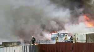 Tuzla'da Fabrika Deposunda Yangın: Ekipler Müdahale Ediyor