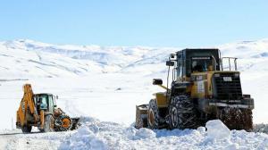 Van'da karla zorlu mücadele: Hummalı çalışmalar sürüyor