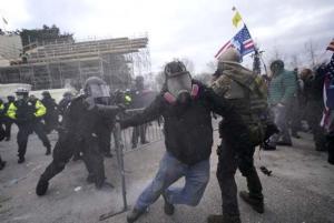 Video ve Fotoğraflarla ABD'deki Olaylar