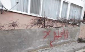 Yalova'da Alevi Vatandaşların Evleri Kırmızı Boyayla İşaretlendi