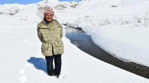 50 koyunu, 2 atı ve köpeği var: Yıllardır karlı dağlarda hayvanlarıyla iç içe yaşıyor
