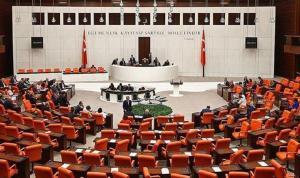 """AKP'den """"Anayasanın ilk dört maddesi"""" için değişiklik hazırlığı"""