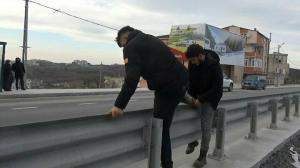 Arnavutköy'de tehlikeli yoldan ölümüne geçiş:  Ne üst, ne yaya geçidi, ne de trafik ışığı var