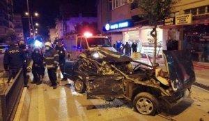 Aydın'da park halindeki araçlara çarpan otomobilin sürücüsü ağır yaralandı