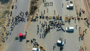 Hindistan'da protestocu çiftçiler kara yollarını trafiğe kapattı