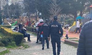 Kadıköy'de kısıtlamada parka gelenlere ceza  yazıldı