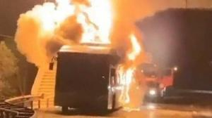 Kocaeli haberleri: Seyir halindeki halk otobüsü alev alev yandı
