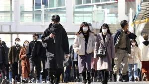 Kovid-19'a karşın gece saatlerinde Tokyo'da gezen iktidar milletvekili istifa etti