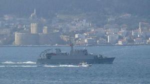 Mayın avcı gemisi Çanakkale Boğazı'ndan geçti