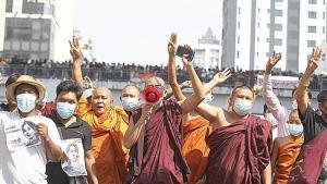 Myanmar'da Budist rahipler de sokağa çıktı