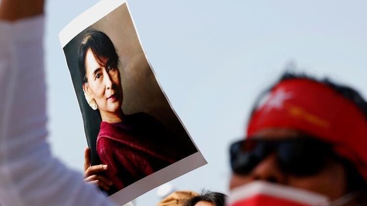 Myanmar'daki darbenin hedefindeki Suu Çii 2 hafta daha gözaltında kalacak