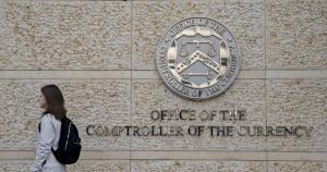 OCC Eski Başkanı: Tesla'nın Bitcoin (BTC) Satın Alması Korkutucu Bir Haber