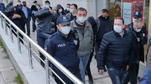 Ofiste 25 kişi suçüstü yakalandı: Asansör oyunu yakalanmalarını engellemedi