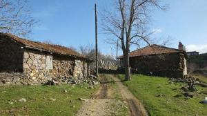 Oraya hayalet köy diyorlar: Sadece iki kişi yaşıyor