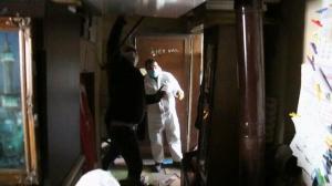 Polis kapıyı kırıp girdi gördüğü manzara karşısında ne yapacağını şaşırdı