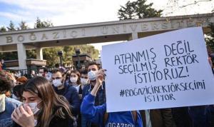 Senaryo yazarlarından Boğaziçi öğrencilerine destek: 'Aşağı değil ufka bakan gençlerin yanındayız.'