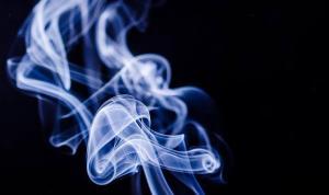 """""""Sigara dumanı virüs bulaştırma riskini artırıyor'"""